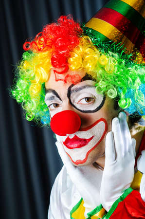 clown cirque: Funny clown en tournage en studio Banque d'images