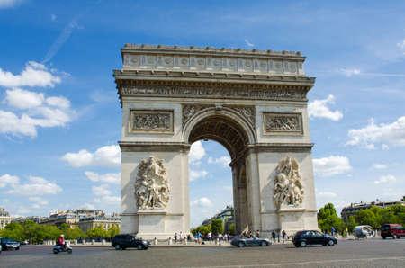 gaulle: Arc de Triomphe in Paris