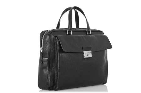 black briefcase: Malet�n negro aislado en el blanco
