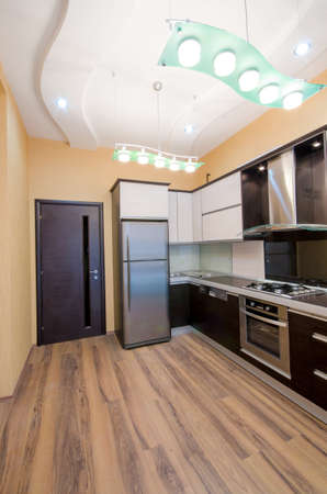 armario cocina: Interior de la cocina moderna Foto de archivo