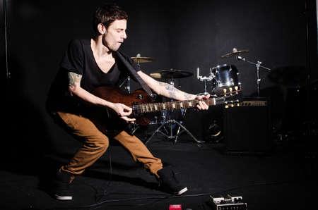Guitar intérprete durante el concierto Foto de archivo