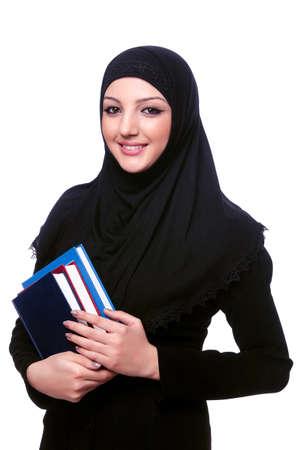 Jungen muslimischen Frau mit Buch auf weißem