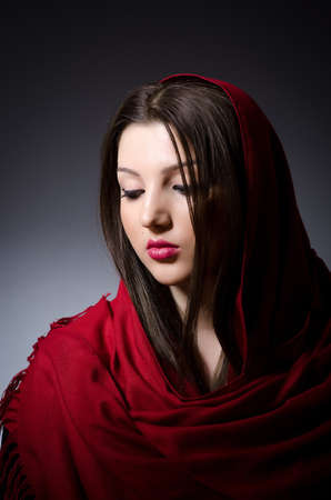 burka: Donna musulmana con il velo in concetto di moda