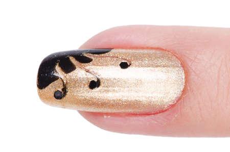 Nail Art-Konzept mit Händen auf weiß