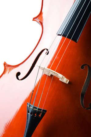 cello: Violino isolato su sfondo bianco Archivio Fotografico
