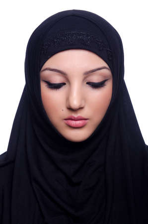 middle eastern clothing: Giovane donna musulmana che indossa l'hijab su bianco