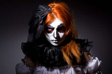 Vrouw satana in Halloween begrip Stockfoto