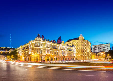 Baku - 30. Mai 2014: Azneft-Platz am 30. Mai in Baku, Aserbaidschan. Azneft Square ist einer der größten Plätze in Baku