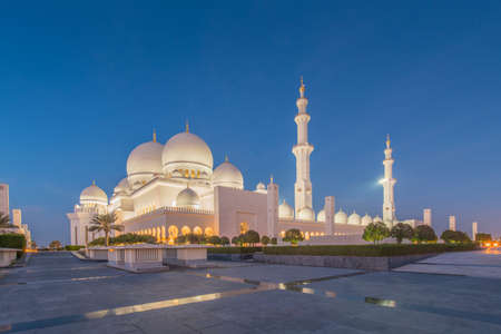 Sheikh Zayed Mosque in Abu Dabi Фото со стока