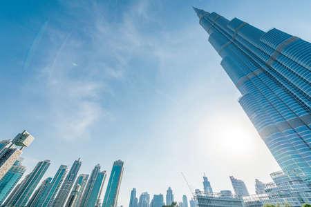 두바이 - 년 1 월 (10), 2015 UAE, 두바이 월 10 일 버즈 칼리파. 버즈 칼리파는 세계에서 가장 높은 건물입니다