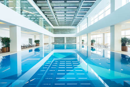 Overdekt zwembad in gezond concept Stockfoto