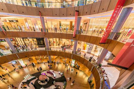ドバイ - 2014 年 8 月 7 日: Dubal ショッピング モール 8 月 7 日にドバイ、アラブ首長国連邦の。ドバイは中東地域における貿易の中心