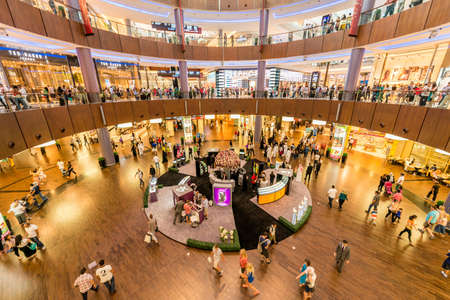Dubai - AUGUST 7, 2014: Dubal Mall shopping mall on August 7 in Dubai, UAE. Dubai is the center of trade in Middle East 에디토리얼