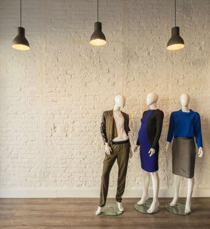 Interieur van de mode kleding winkel