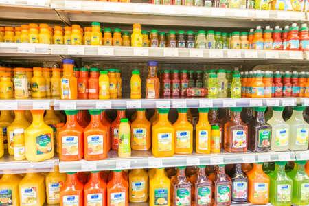 ドバイ - 2014 年 1 月 7 日: ドバイ、アラブ首長国連邦の 1 月 7 日にドバイのスーパーのウェイト。ドバイ スーパー Waitrose はドバイ最大のスーパー マ 報道画像