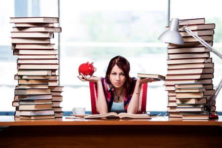 Concepto de libros de texto caros con femenino de los estudios Foto de archivo