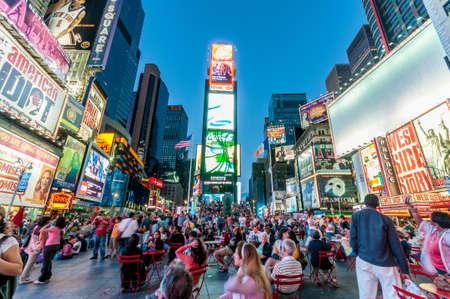 ニューヨーク - 2010 年 9 月 5 日: 9 月 5 日アメリカ ・ ニューヨークのタイムズ ・ スクエア。タイムズスクエアは、ニューヨークで人気のアトラクシ