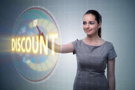 Empresaria presionando botones en concepto de venta