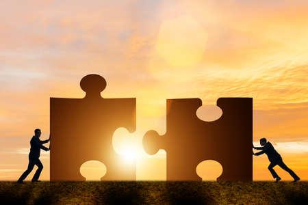 지그 소 퍼즐과 팀워크의 비즈니스 개념