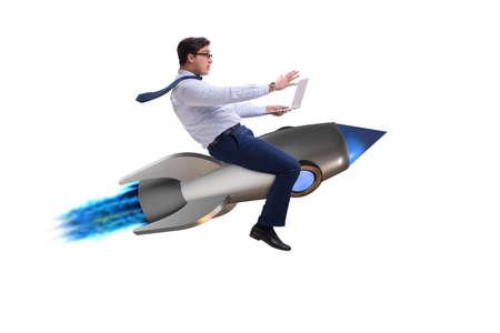 Zakenman die op raket in bedrijfsconcept vliegen