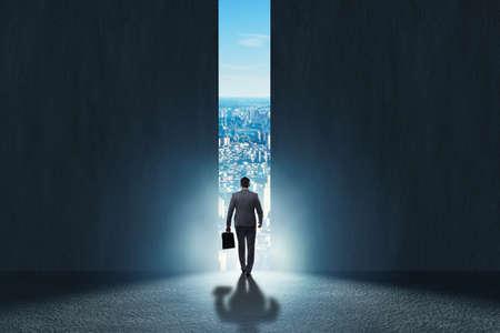 Zakenman loopt naar zijn ambitie