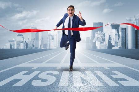 경쟁 개념의 마무리 라인에 사업가 스톡 콘텐츠