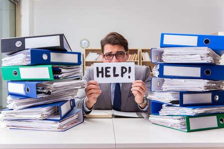 Drukke zakenman vragen om hulp bij het werk Stockfoto