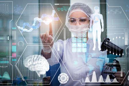 Doctor en pulsar el botón concepto médico futurista Foto de archivo - 74383710