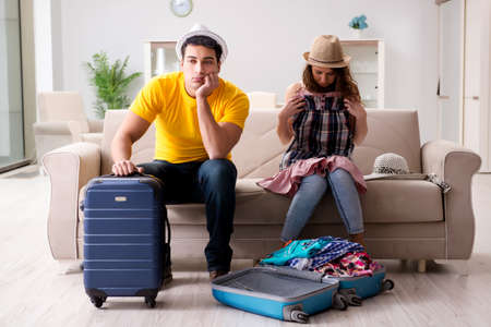 Family de voorbereiding van de vakantie reis
