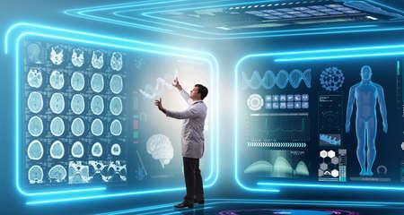 Médico de hombre en concepto médico futurista de medicina Foto de archivo - 77621793