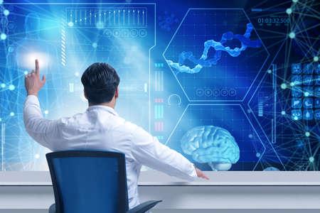 Doktor in telemedizinischen futuristischen medizinischen Konzept Standard-Bild - 77683796