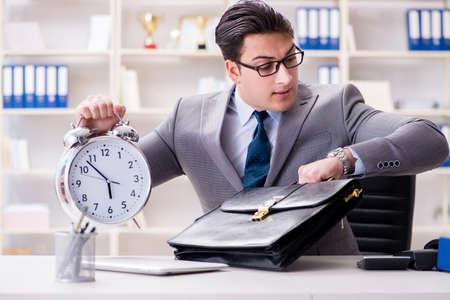 Businessman rushing in the office Foto de archivo