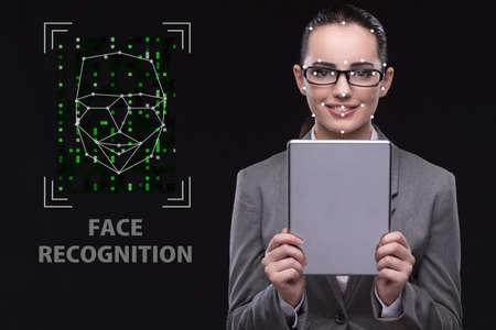 Femme dans le concept de reconnaissance de visage