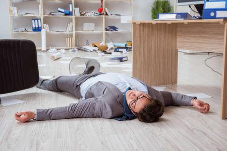 Businessman dead on the office floor Stock Photo - 79513168