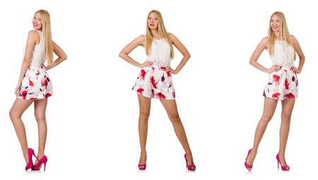 Vrouw in de mode lijkt op wit wordt geïsoleerd