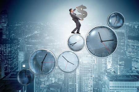 Tijd is geld concept met zakenman bedrijf dollar