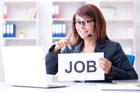 사무실에서 새로운 직원을 고용하는 사업가 스톡 콘텐츠