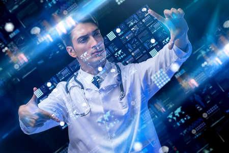 男性医師との遠隔医療の概念 写真素材