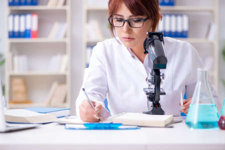 Female scientist researcher conducting an experiment in a labora Stock Photo