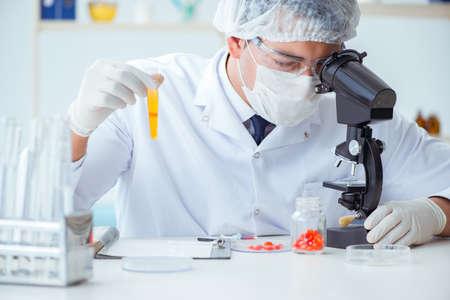 Doctor testing patients urine for medical purposes 版權商用圖片