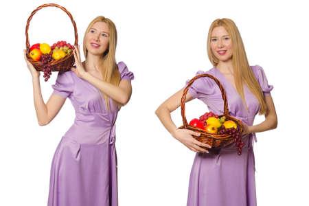 Femme avec panier de fruits isolé sur blanc Banque d'images - 86199173