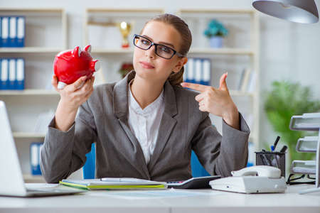 Female businesswoman boss accountant working in the office 版權商用圖片 - 86615551