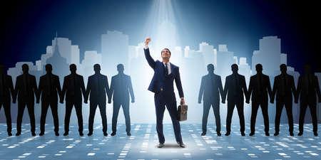 Zakenman in de kijker in het bedrijfsconcept