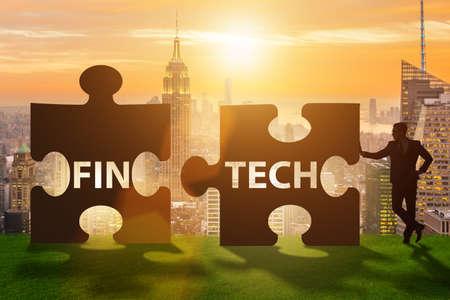 퍼즐 조각으로 Fintech 금융 기술 개념