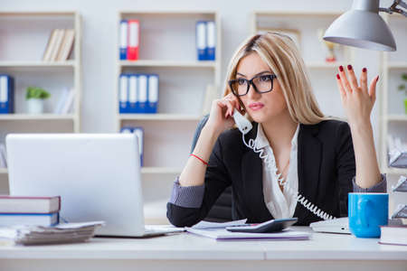 Busineswoman frustrated working in the office Stockfoto