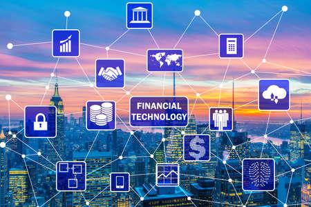 Concepto de ciudad inteligente con el concepto de tecnología financiera Fintech Foto de archivo - 87667716