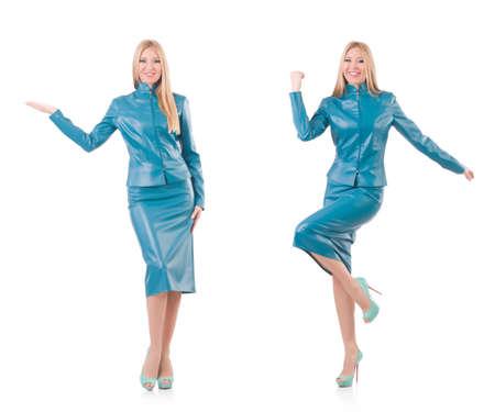 Vrouw die virtuele knop drukt die op wit wordt geïllustreerd