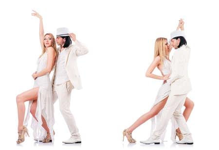 Paar dansende dansen geïsoleerd op wit
