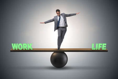 Businessman balancing between work and life in business concept Imagens - 89146367