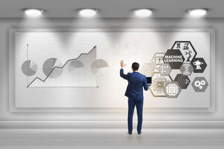 Hombre de negocios en concepto de aprendizaje automático